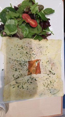 Pastel Creperie & Desert House: Smoked salmon crepe