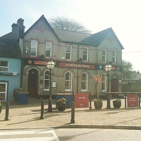 Crosshaven, Ireland: Pub exterior