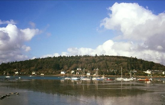 Crosshaven, Ireland: View of the doc from the front of the pub