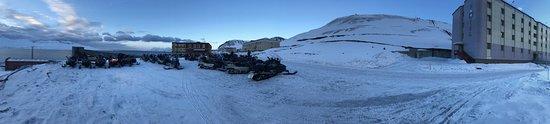 Barentsburg, Norway: 180 grader bilde ved hotellet