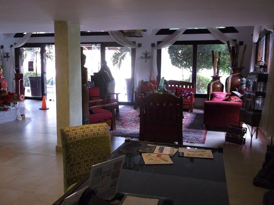 La Concha Beach Resort: Inside the lobby.