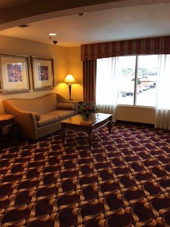 Hampton Inn & Suites Redding: elevator lobby on 3rd floor