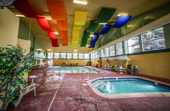 Kalkaska, MI: Heated Indoor Swimming pool and over size hot tub