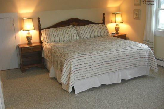 The Seafarer Inn: 3rd floor King Bed (Cape Hedge Room)