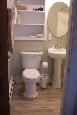 The Seafarer Inn: Old Garden Beach Room 1st floor bathroom with grab bars