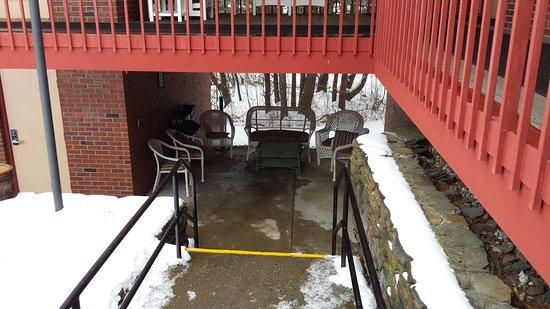 Bernardston, MA: Outdoor seating area