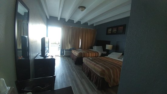 Beach House Inn: 0304181654_large.jpg
