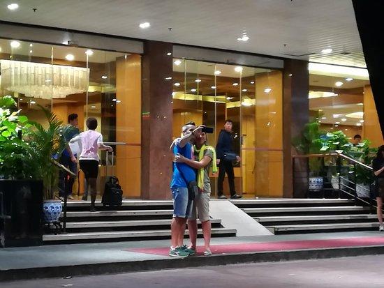 Hotel Royal Singapore: IMG_20180305_203300_large.jpg