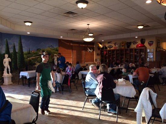 Mission, KS: Eating area, interior