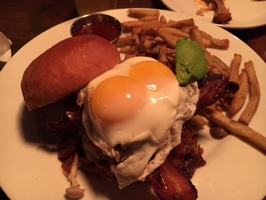UNION Kitchen & Tap: Burger (with EVERYTHING)....it was awesome.