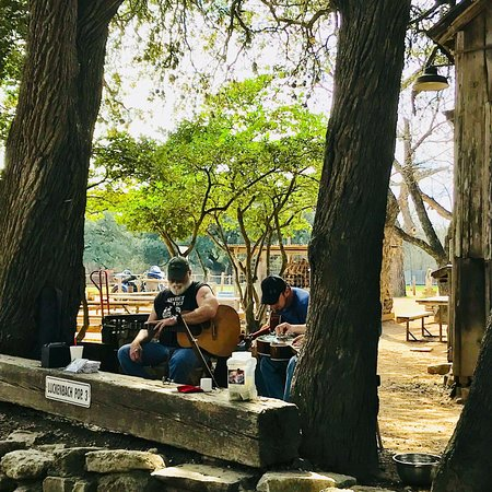 ‪‪Luckenbach‬, تكساس: Good live music behind General Store‬