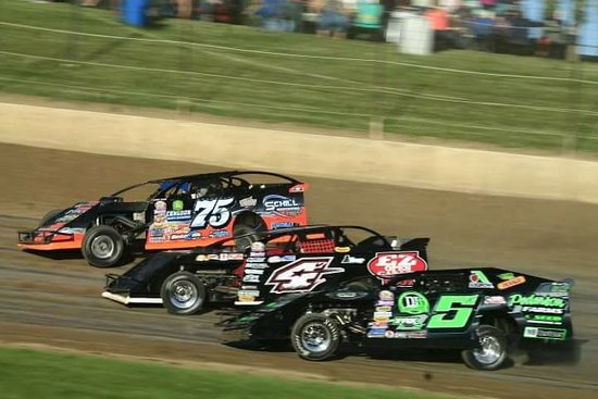 Fergus Falls, MN: 3 wide racing is normal