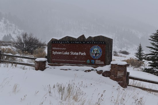 Eagle, CO: Snow coming down hard at the park entrance.
