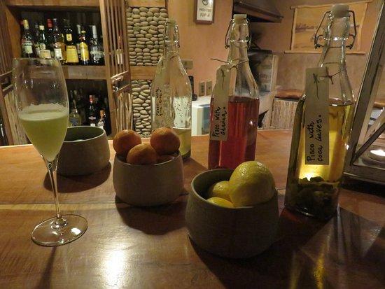 Awasi Atacama - Relais & Chateaux: Homemade liqueurs at the bar