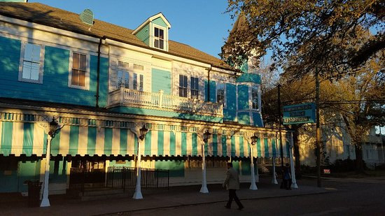 Commander 39 s palace new orleans garden district - New orleans garden district restaurants ...