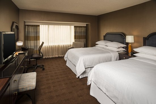 Sheraton Columbus at Capitol Square Hotel: Guest room