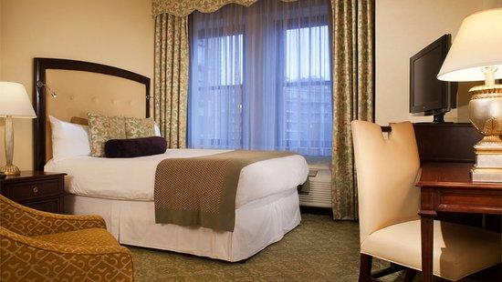 Omni Shoreham Hotel: Guest room