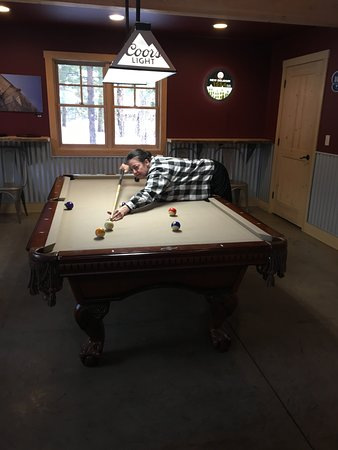 Mazama, WA: Play a game of pool while you have a drink and some Pizza!