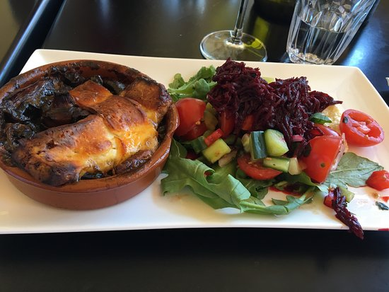 Lunawanna, Australien: Toasted Mushrooms with Gruyere and Beet Salad
