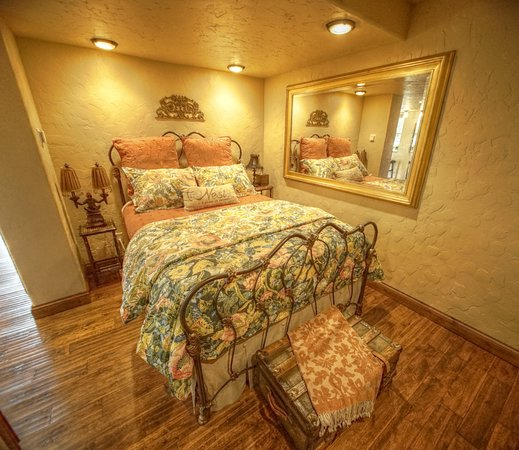 Mossyrock, WA: The Orion Suite bedroom