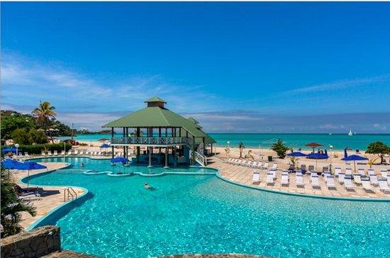 Antigua Shore Excursion: All-Inclusive Jolly Beach Resort and Spa Pass