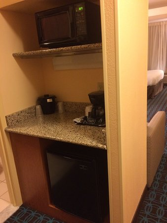 Fairfield Inn & Suites Dulles Airport Chantilly: King Suite