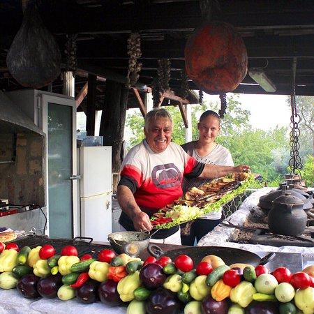 Bar, Montenegro: Ресторан «Tajana», хозяин очень гостеприимный
