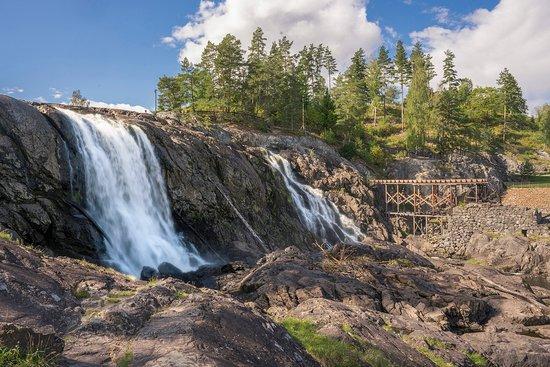 Buskerud, Noruega: Haugfossen gav kraft til alle de tekniske prosessene på Blaafarveværket.