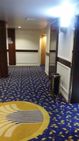 Sierra Hotels Burgers Park : Hotel passage along the rooms...