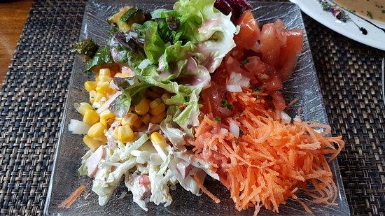Treyvaux, Switzerland: Salades à volonté au buffet
