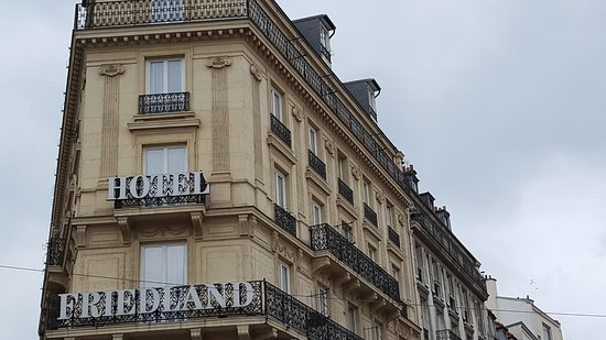 Hotel Champs-Elysees Friedland: hotel from the front
