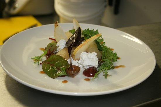 Athlone, Irland: Pear and goats cheese salad
