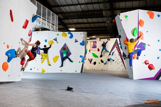 Хэрроу, UK: expansive bouldering areas with 8 boulders spread across 3 areas