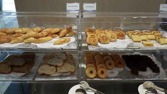 Grand Seasons Hotel: Buffet breakfast.