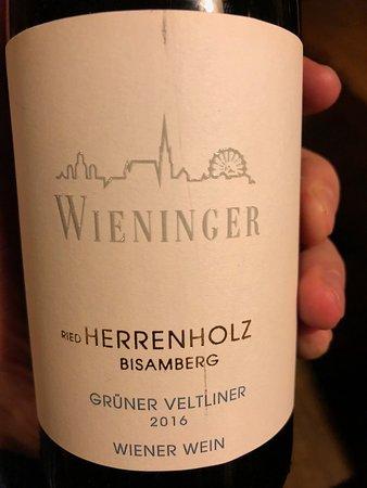 Stammersdorf, Áo: Grüner Veltliner Ried Herrenholz Bisamberg: hervorragendes PLV (front)