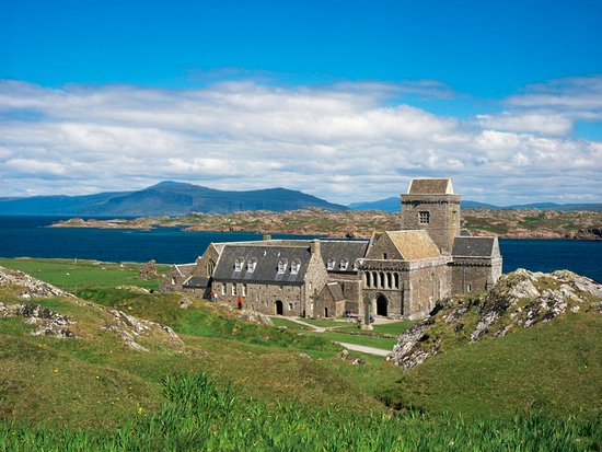 Остров Иона, UK: Iona Abbey, Isle of Iona. © VisitScotland, all rights reserved.