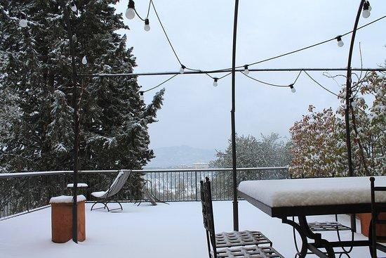 Grassina, Italia: Villa Diletta Patio after snowfall