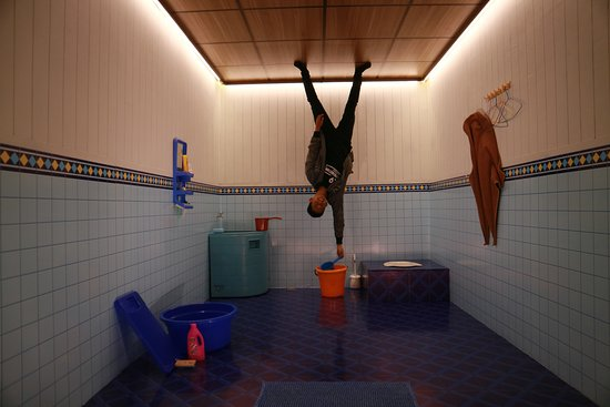 Plaza Lagoi: Rumah Imaji upside down room