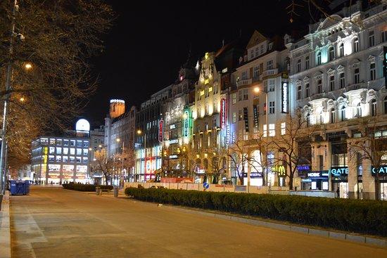 Adria Hotel Prague : vue depuis l'entrée de l'hôtel