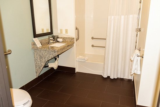 Staybridge Suites Irvine Spectrum/Lake Forest: Wheelchair Accessible Room,  Huge Bathroom