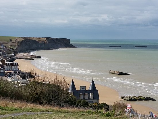Basse-Normandie, Frankrike: Vue sur le port artificiel d'Arromanches ©J. Mercier-Papin