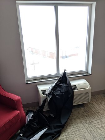 Hilton Garden Inn Ames: Curtain Fail