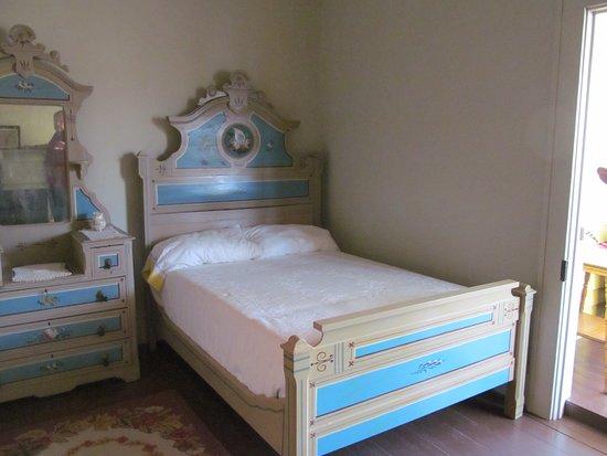 Thomas Wolfe Memorial: bedroom set restored