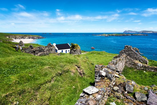 County Kerry, Ireland: Kerry Great Blasket View of Houses and Beach