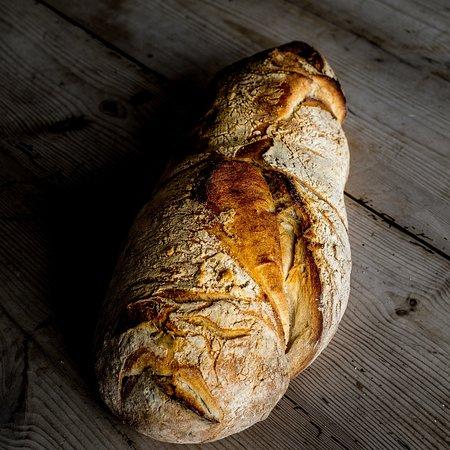 Loderup, Sweden: Våra färska bröd är något man aldrig kommer att glömma doften av