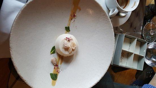 La Credenza Stella Michelin : Ricciola di fondale insalata liquida caponata capperi e olive