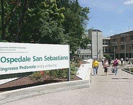 Correggio, İtalya: La foto è tratta dalla collezione di Bing e rappresenta l'ingresso attuale dell'ospedale