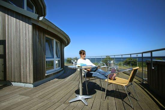 Dahme, ألمانيا: Terrasse der Jugendherberge mit Meerblick
