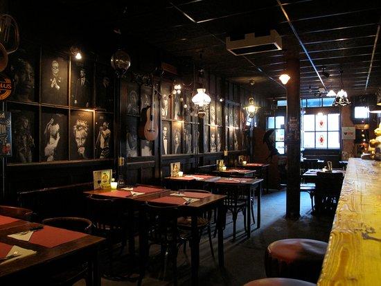 bruin cafe verscholen in een steegje reizigersbeoordelingen de paraplu muziek diner borrel tripadvisor
