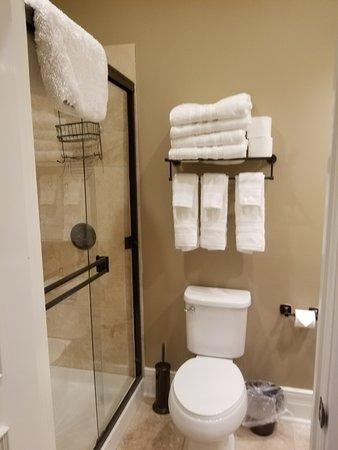 Jefferson, TX: Private bath in all rooms